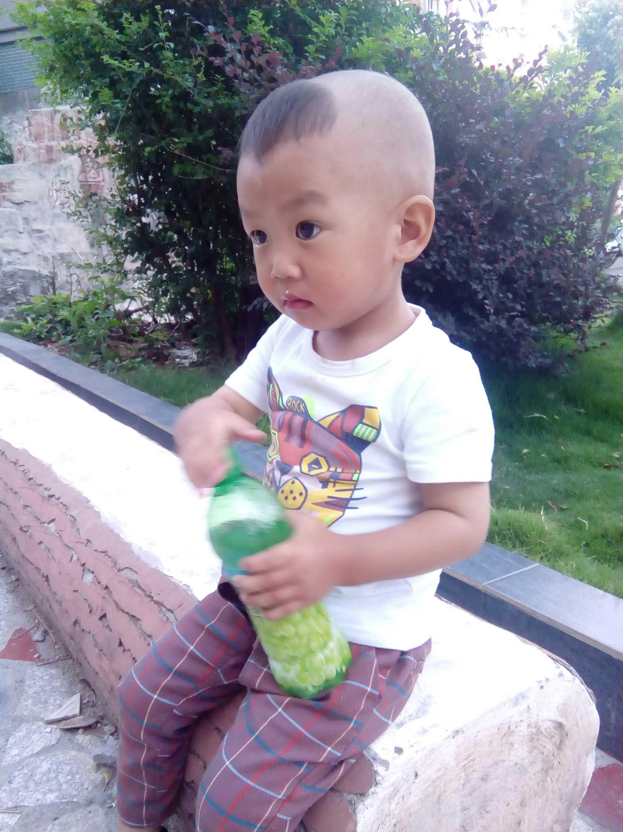 宝宝两岁七个月了,还说话不清楚